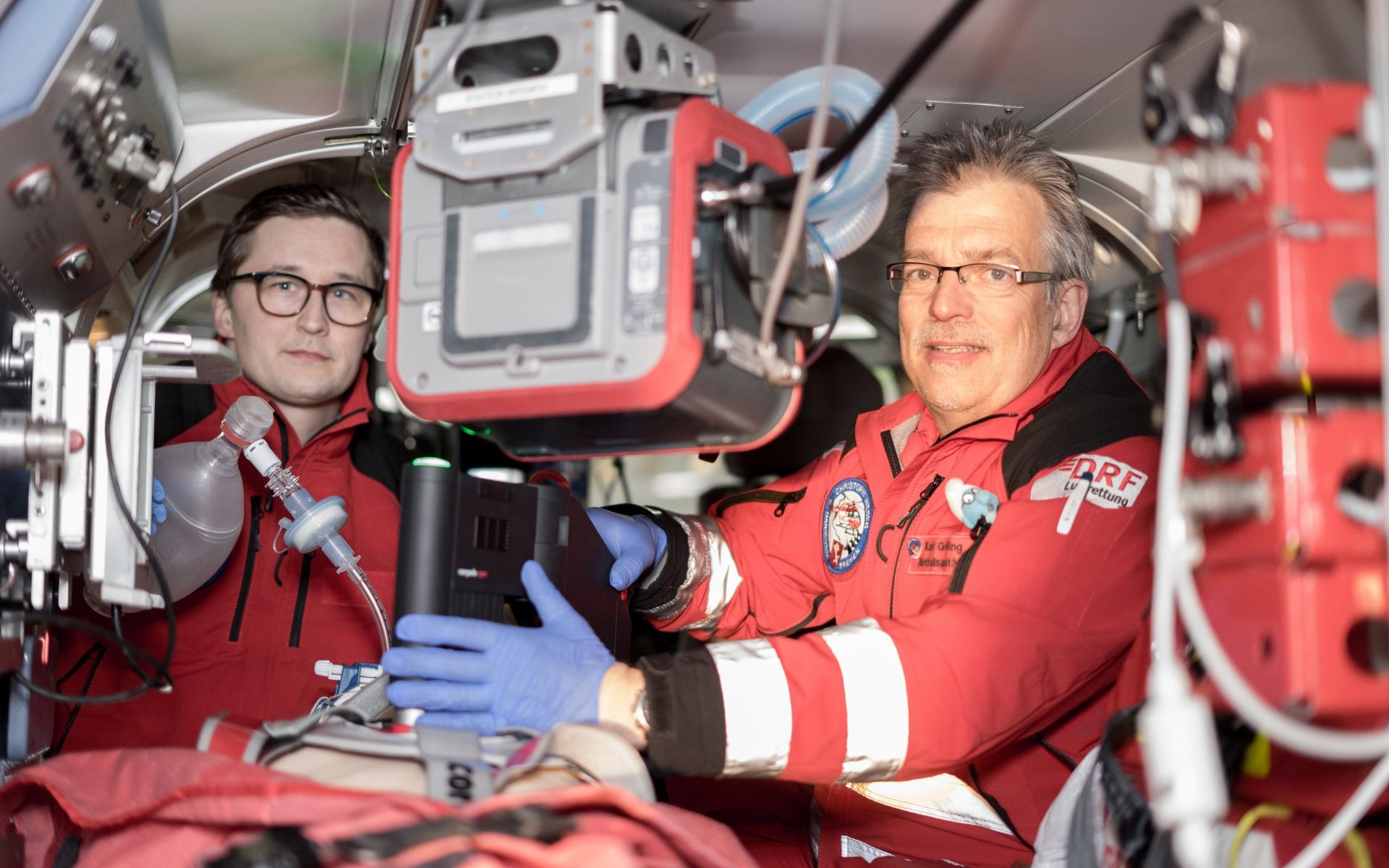 """Als einziger Hubschrauber in der Region kann """"Christoph Weser"""" ab sofort Patienten unter Reanimation fliegen. (Foto: Florian Kater)"""