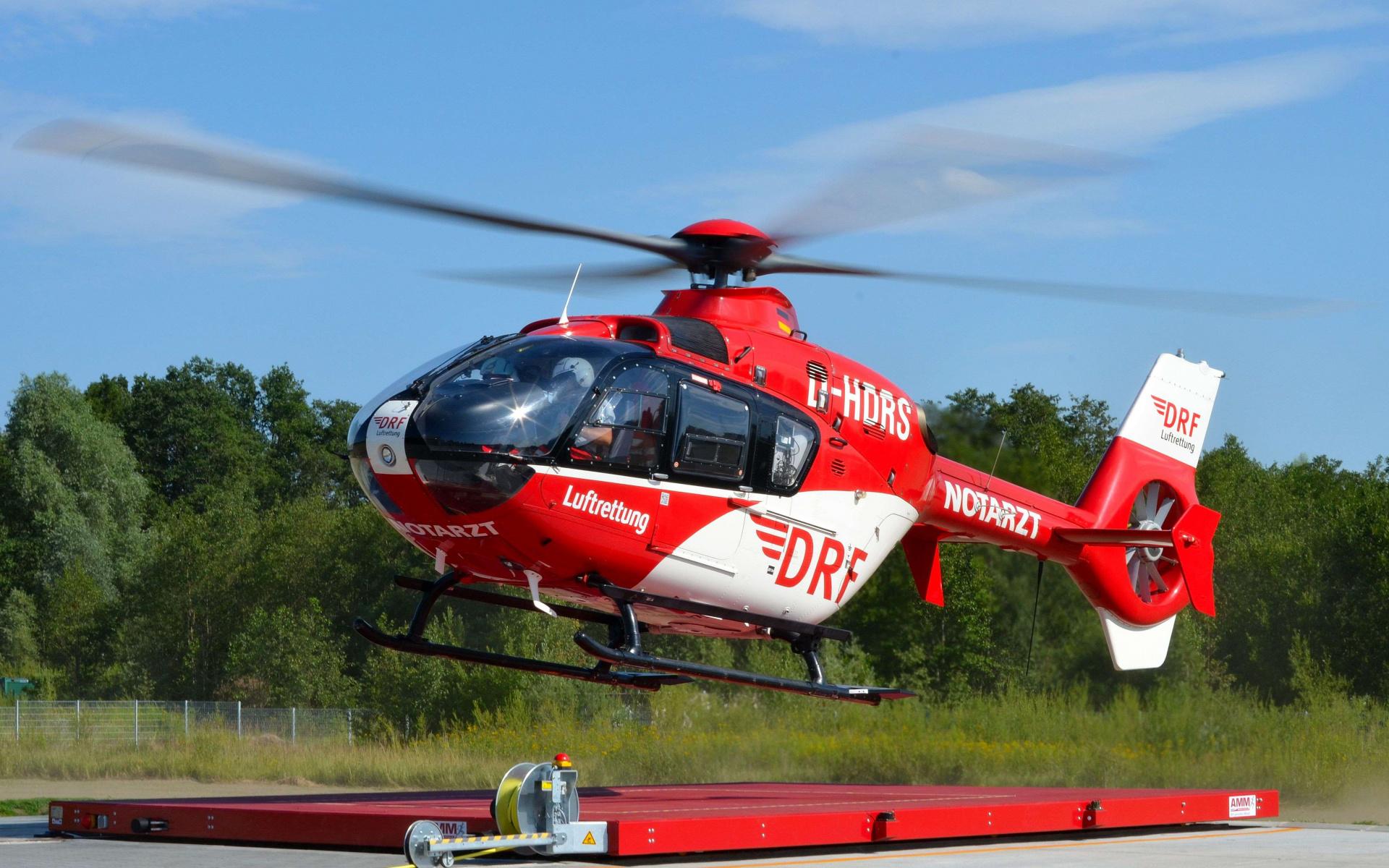 Die Akademie der DRF Luftrettung gibt ihr umfassendes Wissen aus den Bereichen Medizin, Flugbetrieb und Technik in Kursen und Seminaren weiter.