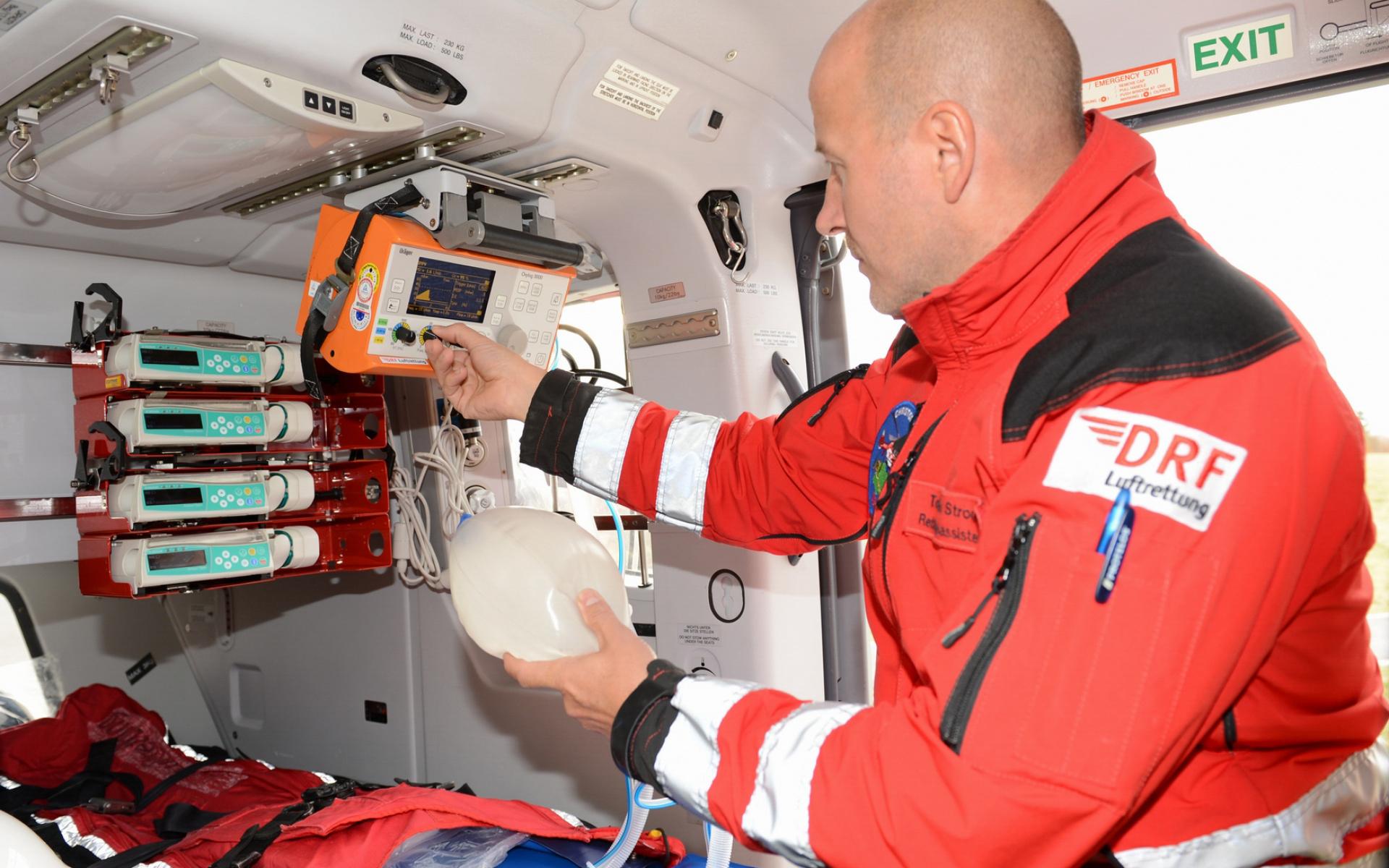 Eine der Kernkompetenzen der Akademie der DRF Luftrettung ist die optimale medizinische Versorgung von Notfall- und Intensivpatienten.
