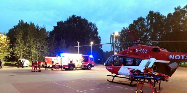 Die Ausleuchtung des Landeplatzes durch die Feuerwehr war eine optimale Unterstützung bei Landung und Start von Christoph 42.